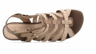chaussures pieds larges femmes sarenza lance un rayon. Black Bedroom Furniture Sets. Home Design Ideas