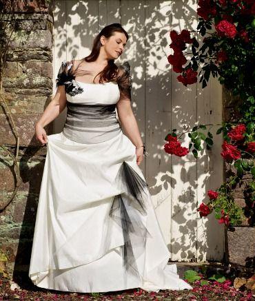 Salon du Mariage Salon du Mariage Paris 2012 : Gros plan sur les robes de mariée grande taille