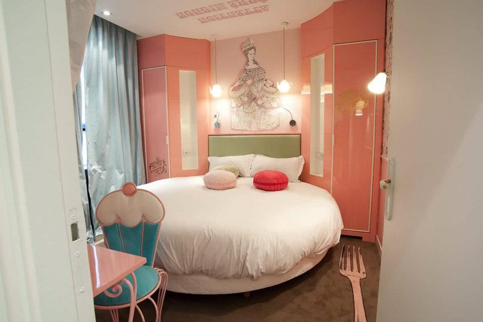 shooting ma grande d couvrez l h tel vice versa decor par chantal thomass. Black Bedroom Furniture Sets. Home Design Ideas