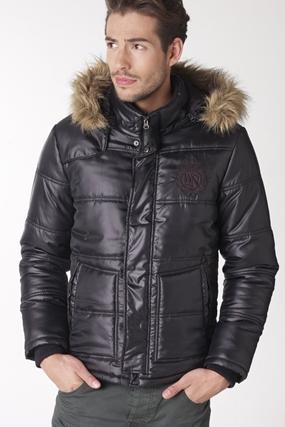 contre le froid et la neige prot gez vous avec un manteau. Black Bedroom Furniture Sets. Home Design Ideas