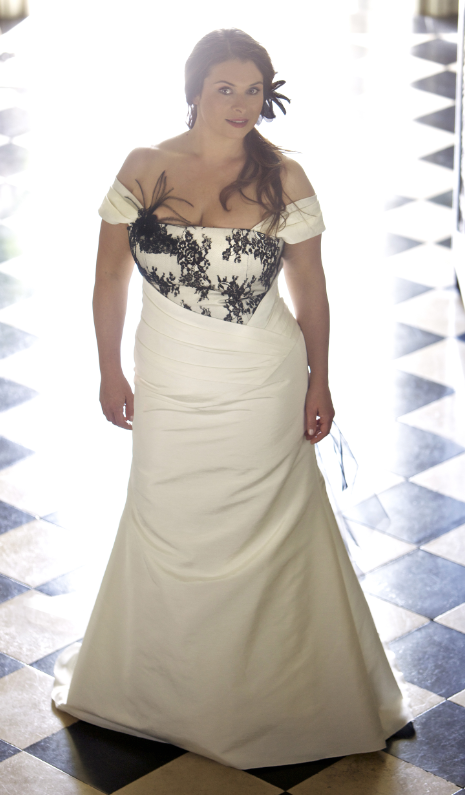 Robe mariage grande taille 20 boutiques pour la trouver for Robes de mariage pour la plage
