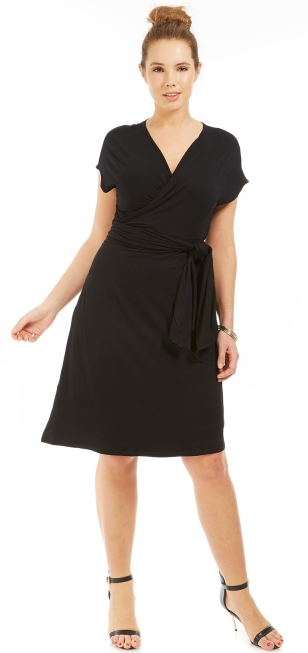 robe grande taille noire un classique agr menter selon. Black Bedroom Furniture Sets. Home Design Ideas
