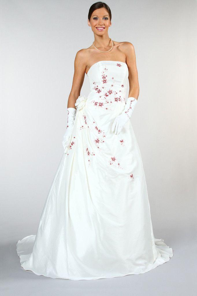 Robe de mariée grande taille  Jolies photos pour la collection Tati Mariage  été 2013