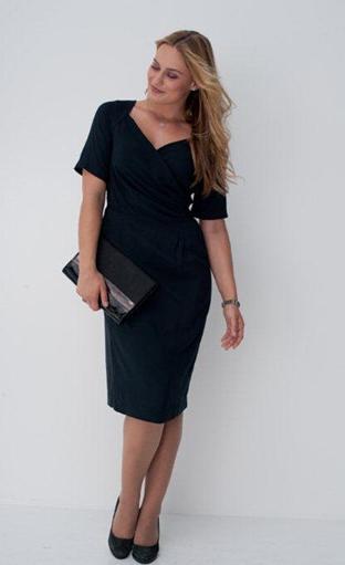 Relooking maison la petite robe noire pour les femmes en for Robe noire pour la noce