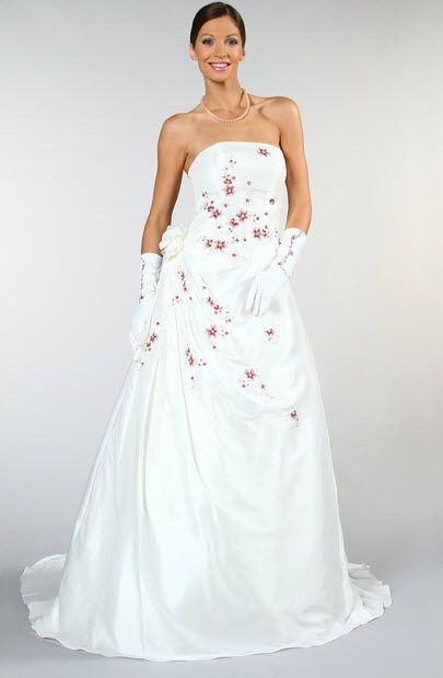 c8a5f05b94a Trouvez votre robe de mariée grande taille sur Tati Mariage
