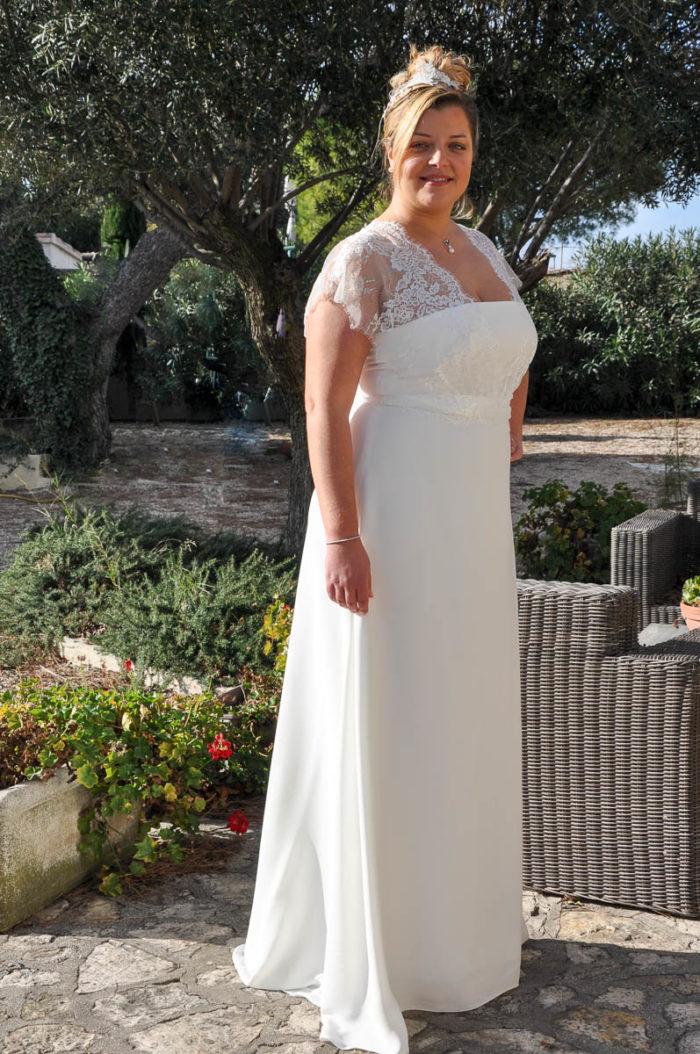 peut on essayer une robe de marie Choisir votre tissu n'importe quel tissu peut être utilisé pour faire une robe, mais s'il s'agit de la première fois que vous en faites une, essayez d'utiliser un tissu en fibres naturelles facile à travailler ou un mélange de coton.