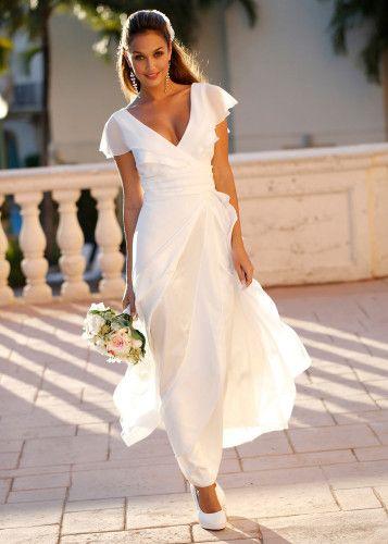 la robe de mari e grande taille en trois styles pour 2015. Black Bedroom Furniture Sets. Home Design Ideas