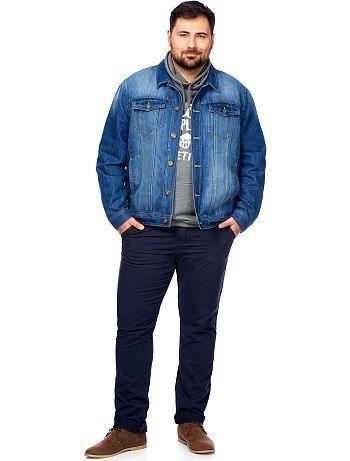Chaque homme est unique, mais toutes les morphologies ne sont pas toujours présentes en boutique. C'est pourquoi nous vous proposons un catalogue complet de vêtements grandes tailles pour hommes: chemise, t-shirt, pantalon, mais aussi sous-vêtements, pyjamas et ceintures! Découvrez un très large choix de vêtements homme allant du 2 XL au 10 XL.