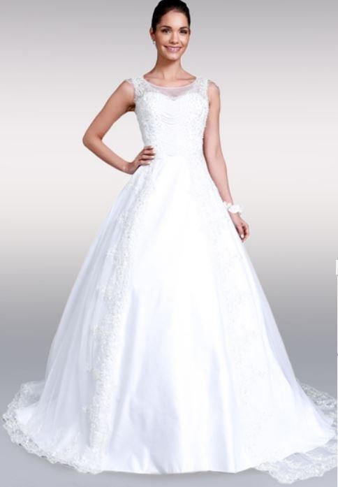 Femme ronde en robe de mariee