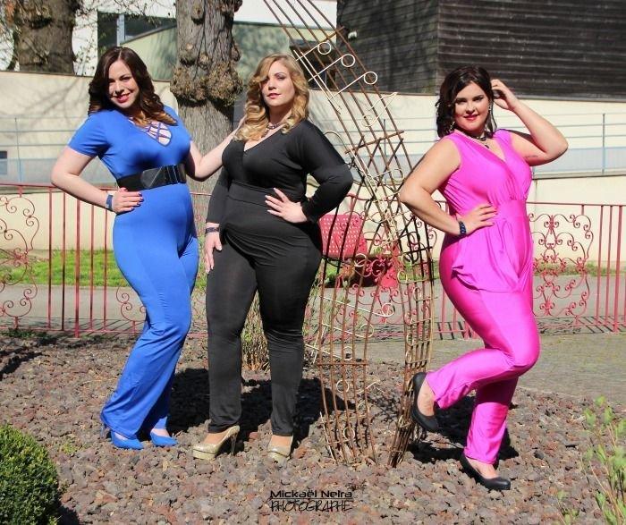 3d73b21af3b629 4 mannequins taille 44, 46, 48 et 52 posent avec le même vêtement ...