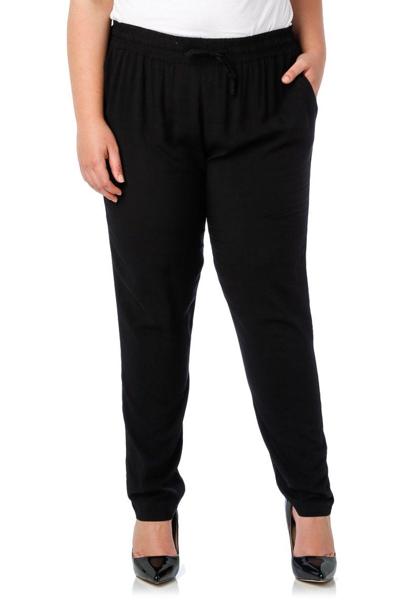 le pantalon noir grande taille un essentiel de votre garde robe. Black Bedroom Furniture Sets. Home Design Ideas
