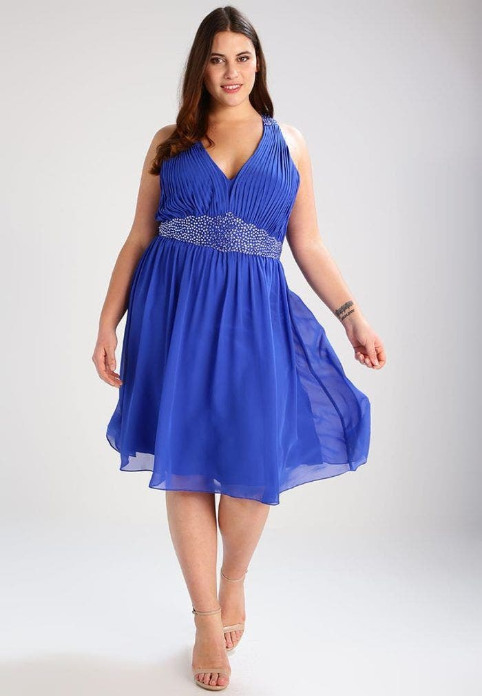 10 robes grande taille parfaites pour un mariage for Robe couleur pastel pour mariage