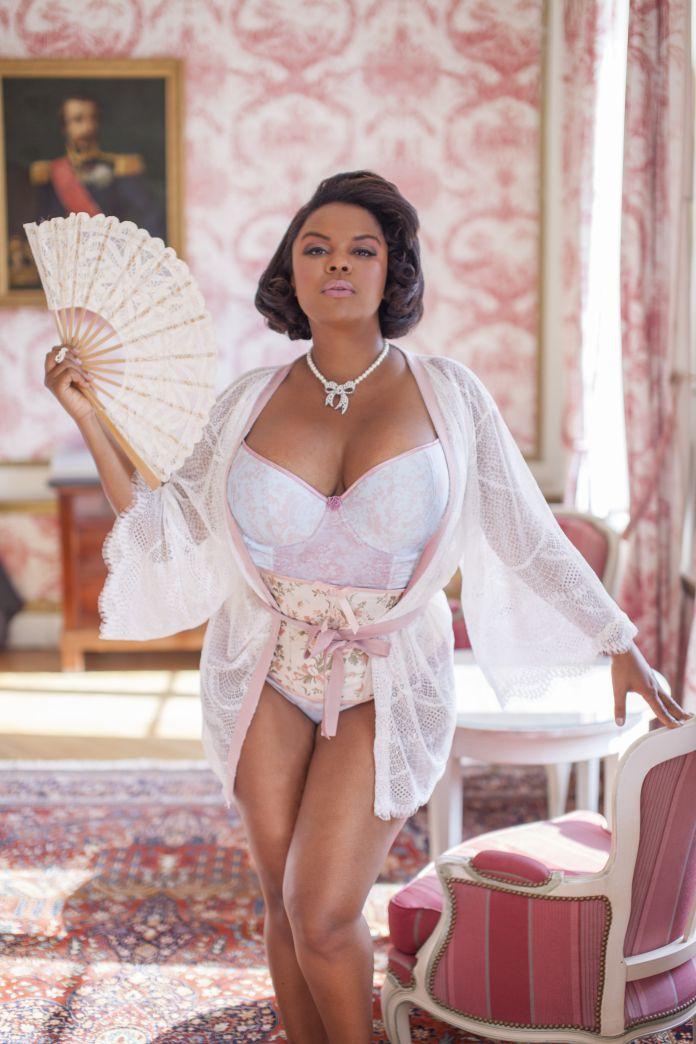 lingerie de luxe pour femmes rondes les plus belles photos de jenny rieu. Black Bedroom Furniture Sets. Home Design Ideas