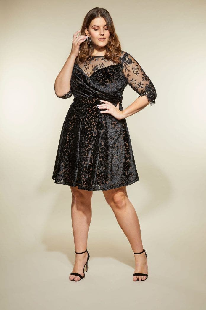9 - La robe de bal grande taille en velours noir cfd2c3650f81