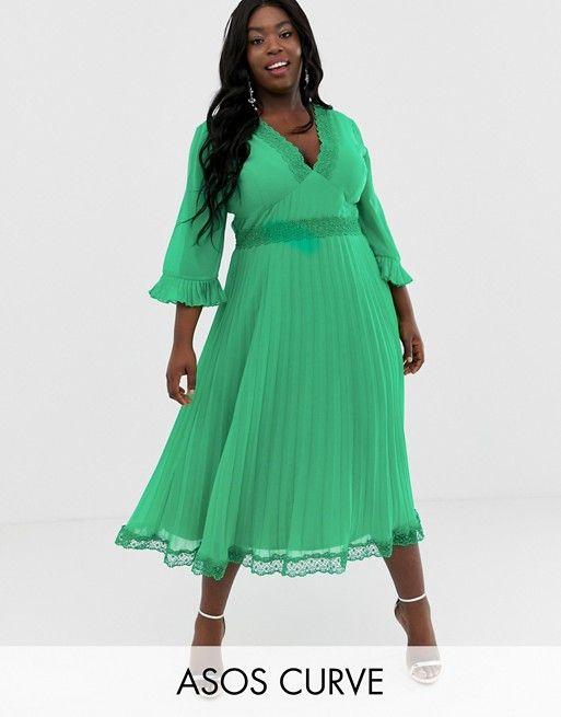 c0c84b19df71 9 - La robe de soirée plissée avec empiècement en dentelle