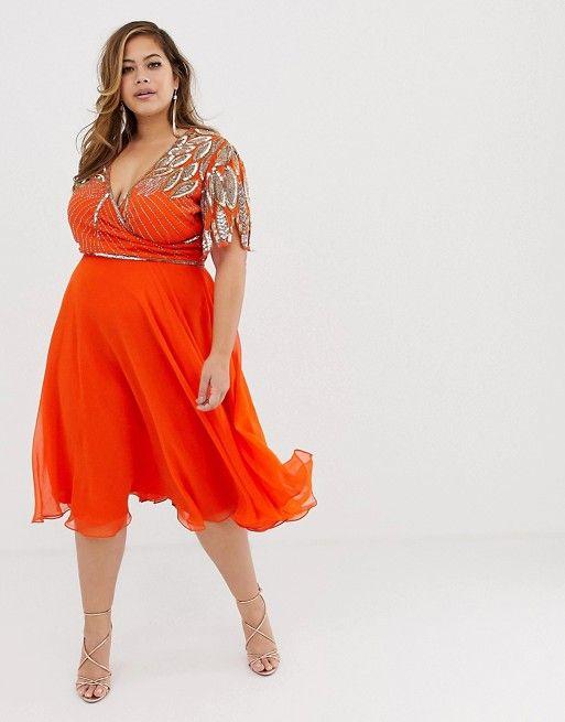 3b1d1ec75132 10 - La robe patineuse mi-longue et ornementée