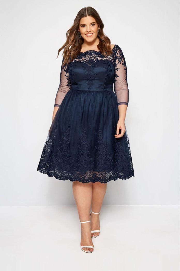 8d44aa5284d0 1 - La robe Chi Chi London bleu marine avec dentelle