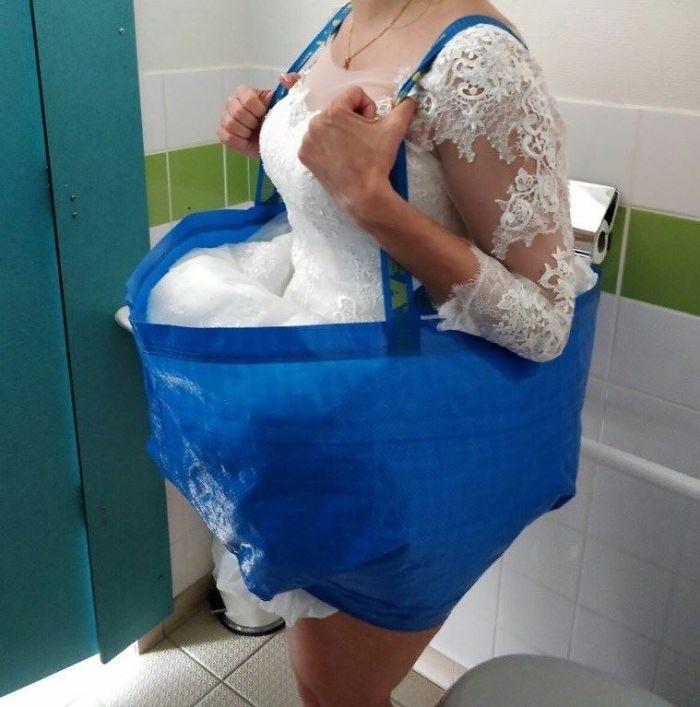 Question existentielle du jour, bonjour 😁 : une mariée aux toilettes 1